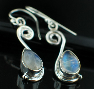 Sterling silver Rainbow Moonstone (7x10mm) Earring ID=ee519rm