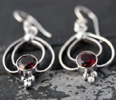 Sterling silver Garnet Earring ID=es204grf