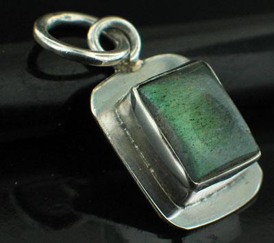Sterling silver Labradorite (7x10mm) Pendant ID=pn404lb