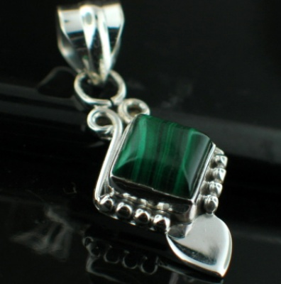 Sterling silver Malachite (7mm) Pendant ID=pn714ml