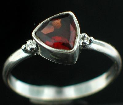 Sterling silver Garnet (1.5ctw) Ring ID=rg801grf
