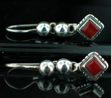 Sterling silver Garnet (7 mm) Earring