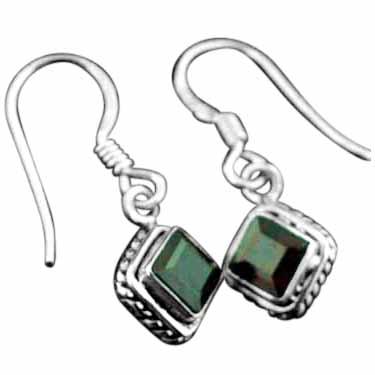 Sterling silver Garnet (2ctw) Earring