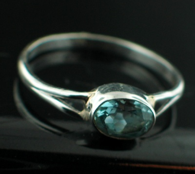 Sterling silver Blue Topaz (2ctw) Ring