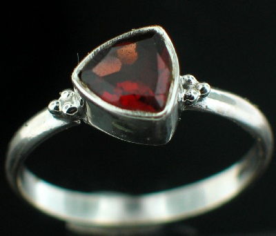 Sterling silver Garnet (1.5ctw) Ring