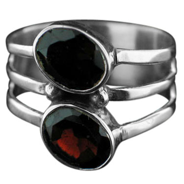 Sterling silver Garnet (4ctw) ring