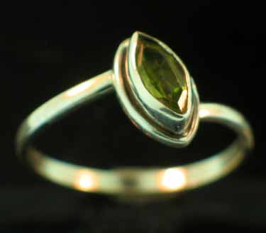 Sterling silver Peridot (1ctw) Ring
