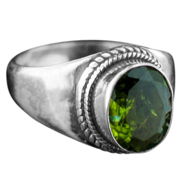 Sterling silver Peridot (8ctw) ring